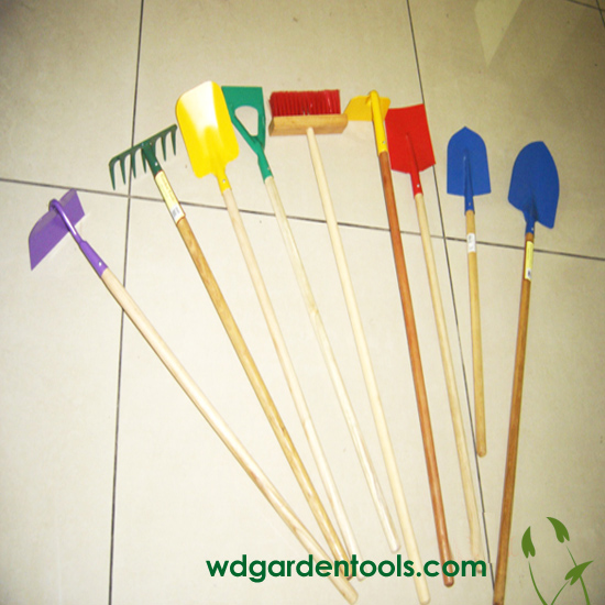 Long handled gardening tools